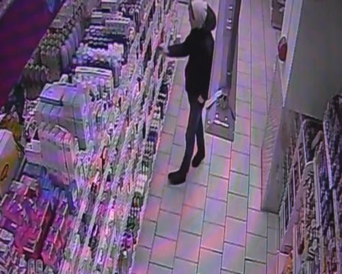 Два молодые люди изОренбурга стащили 19 флаконов шампуня