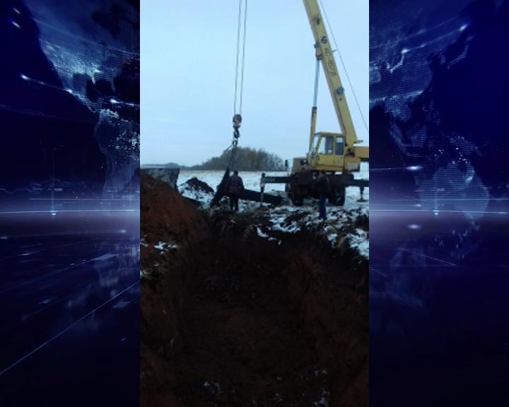 ВПереволоцком районе рабочий упал назубья ковша экскаватора