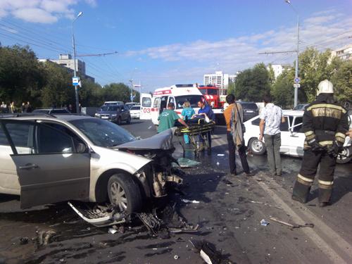 ВОренбурге втройном ДТП напроспекте Гагарина пострадали 3 человека