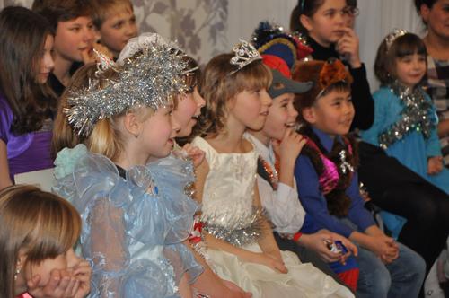 Работники «Ростелекома» исполнили 55 детских новогодних желаний