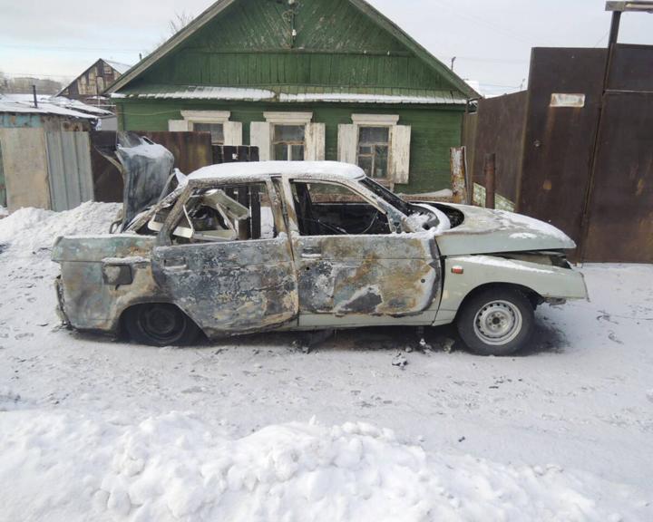 Правоохранители задержали оренбуржца, который спалил чужую машину