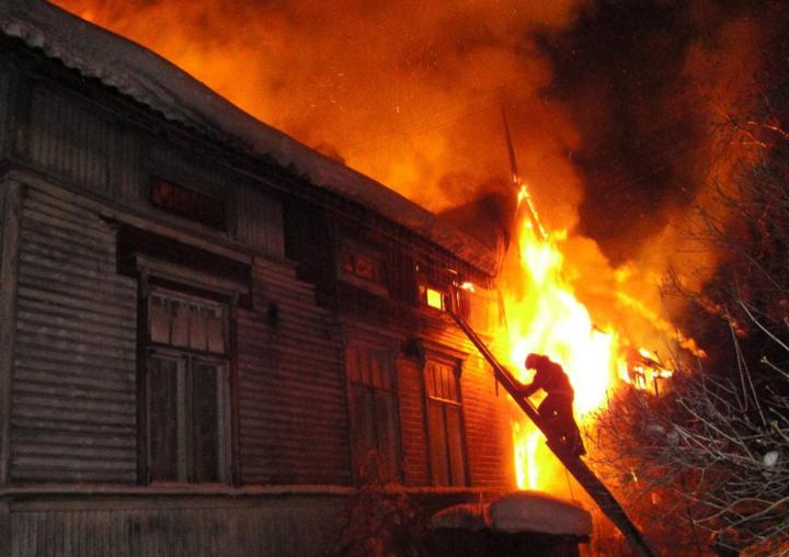 Пожар из-за непотушенной сигареты: вБеляевском районе спасли мужчину