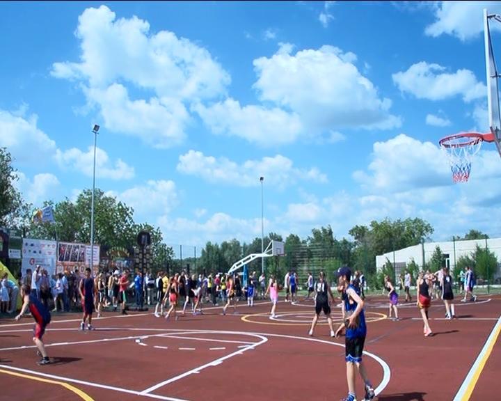Вовсероссийских соревнованиях «Оранжевый мяч» вИркутске приняли участие 300 баскетболистов