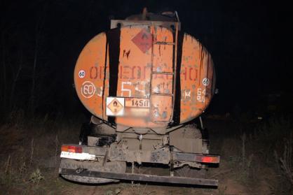 ВОренбуржье мастер и шофёр учреждения похитили нефть на100 тыс. руб.