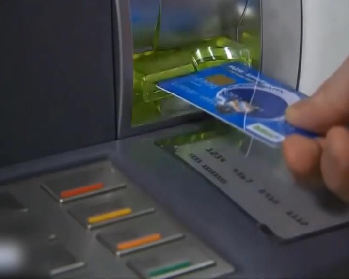Самарским пенсионерам начали выдавать карты платежной системы «Мир»