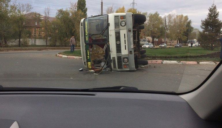 ВОренбурге в итоге ДТП перевернулся автобус. Пострадали 4 человека