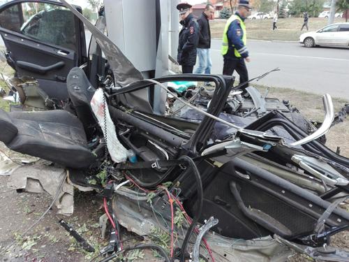 ВОренбурге автомобиль врезался врекламный щит: есть жертвы