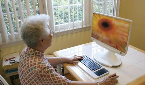 Омских пожилых людей обучат компьютерной грамотности врамках программы «Азбука интернета»