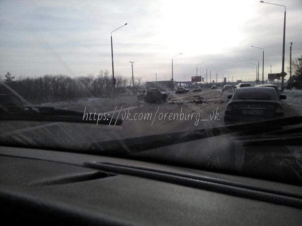ВОренбурге на пригородном  шоссе столкнулись «Skoda», «Mercedes» и«ВАЗ»