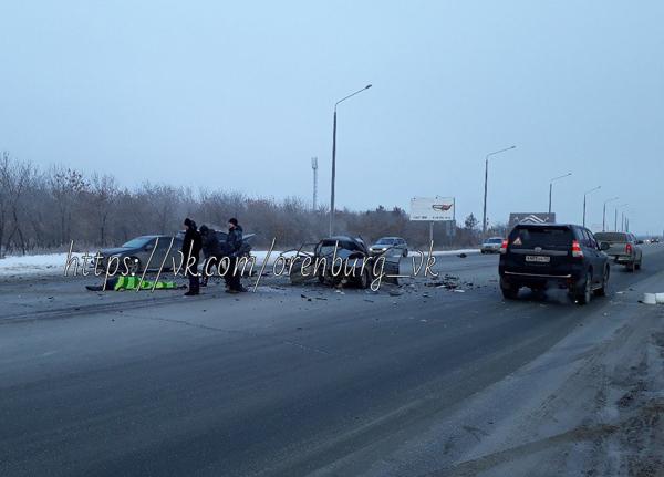 На пригородном  шоссе Оренбурга столкнулись три автомобиля